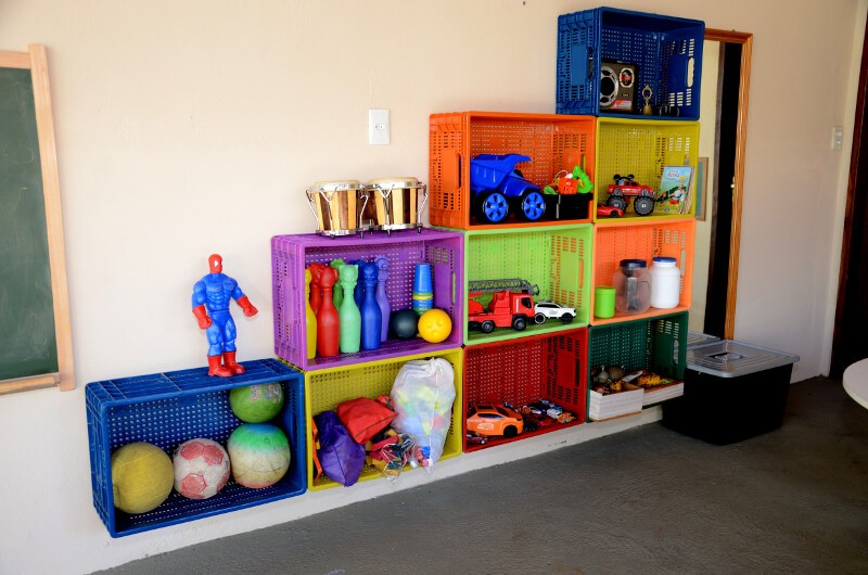 É possível decorar com caixas plásticas?
