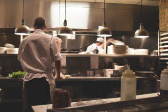 Equipamentos de plásticos mais utilizados em cozinhas industriais